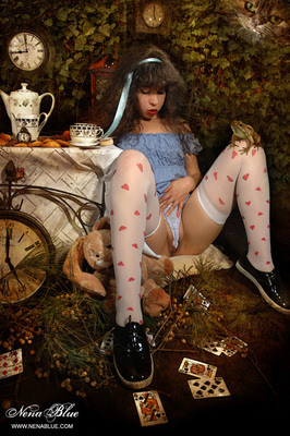 Tea with Alice in wonderland - 00