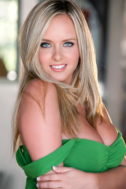 Brittany Bod In Green For Penthouse